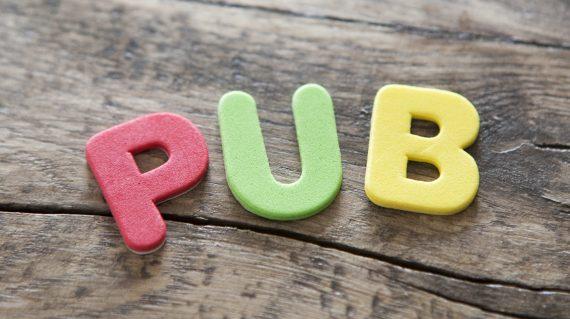 mot pub publicité en lettres de couleurs